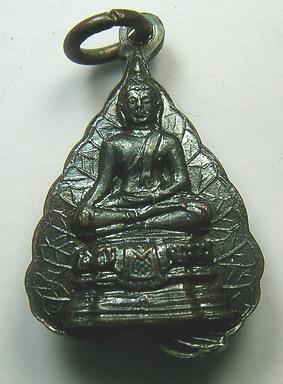 เหรียญรูปเหมือนใบโพธิ์ เนื้อทองแดงรมดำ หลวงพ่อขอม วัดไผ่โรงวัว จ.สุพรรณบุรี:01306