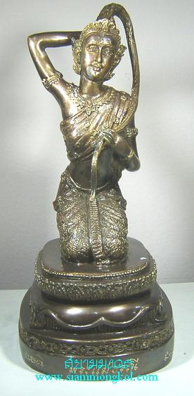 พระแม่ธรณีบูชา 5 นิ้ว รมมันปู หลวงปู่หงษ์ วัดเพชรบุรี จ.สุรินทร์