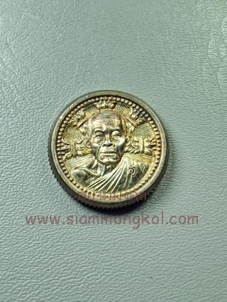 เหรียญรูปเหมือน(ล้อแม็ค)เล็ก รุ่นกูให้ลาภ เนื้อเงิน หลวงพ่อคูณ วัดบ้านไร่ จ.นครราชสีมา