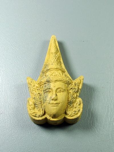 พระลักษณ์หน้าทอง พิมพ์เล็ก สีเหลือง หลวงปู่ผาด วัดบ้านกรวด จ.บุรีรีมย์