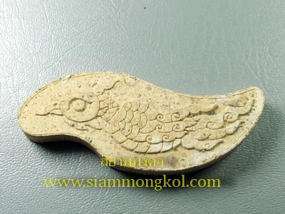 สาริกาปากเหล็ก เนื้อผงสีขาว ที่ระลึกไหว้ครูหลวงปู่ชื่น ปี 2555