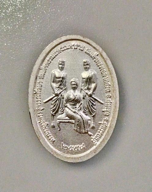 เหรียญพระสุพรรณกัลยา เนื้อเงิน วัดลาดสิงห์ จ.สุพรรณบุรี